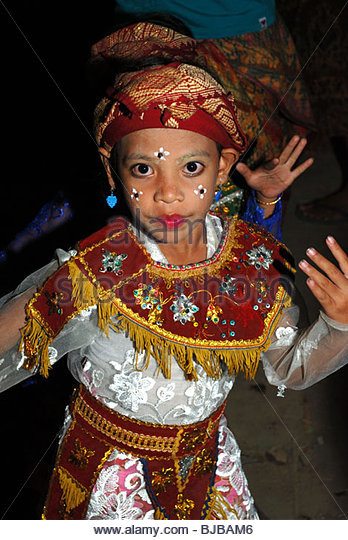 selong muslim Discover lombok island and get real life time experience of lombok culture, old traditions, excellent handicrafts, nature scenery of mount rinjani and wonderful marine life of lombok gili island and spectacular white sand beach of kuta lombok, mawun beach and selong belanak beach.