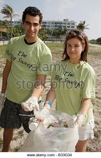 Miami Beach Florida ECOMB Environmental Coalition of Miami Beach Big Sweep beach cleanup student volunteer trash - Stock Image