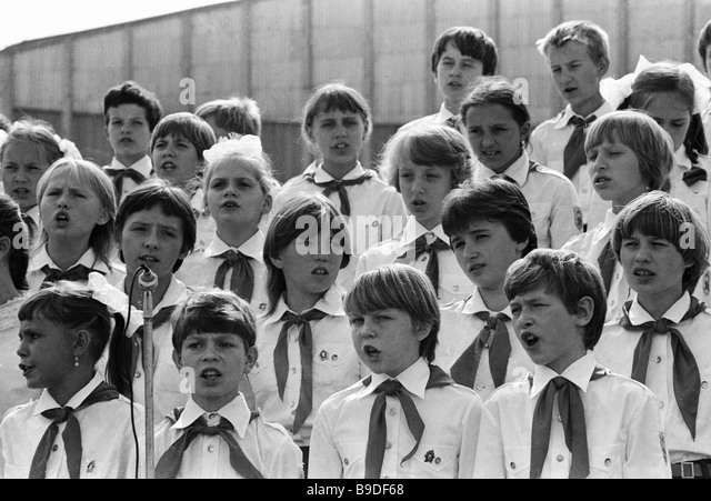 A school choir in Young Pioneer uniforms - Stock Image