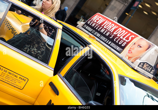 USA, New York City, Manhattan, Fifth Avenue street scene - Stock Image