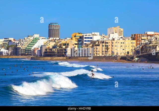 Surfers on Playa de las Canteras Beach, Santa Catalina District, Las Palmas de Gran Canaria, Gran Canaria, Canary - Stock-Bilder