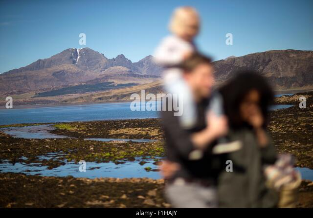 Family at Loch Eishort, Isle of Skye, Hebrides, Scotland - Stock-Bilder