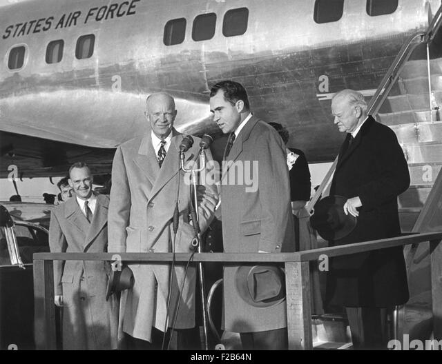 VP Nixon welcomes President Eisenhower to Washington after his seven week hospitalization in Denver. Nov. 11, 1955. - Stock Image