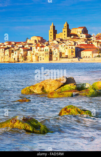 Old town and Cathedral, Duomo, Cefalu, Sicily, Italy - Stock-Bilder