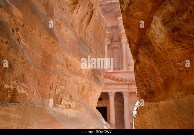 The Treasury viewed fro, the The Siq, Petra, Jordan - Stock Image