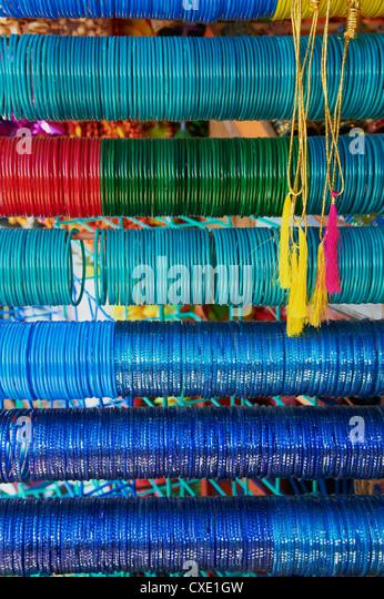 Bracelets and bangles for sale, Devaraja market, Mysore, Karnataka, India, Asia - Stock-Bilder
