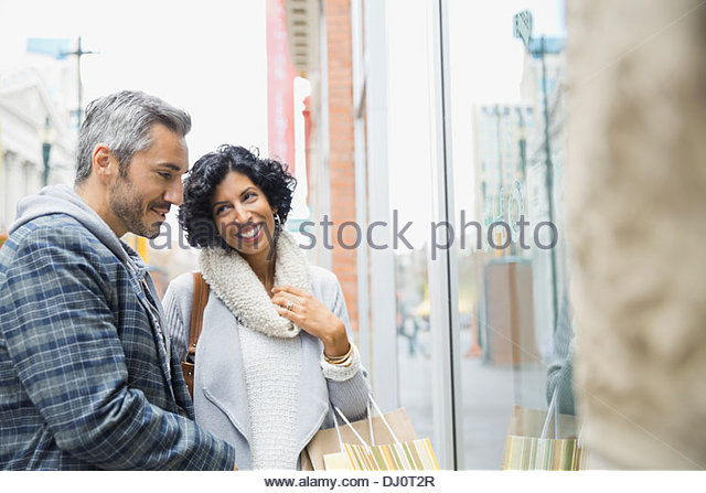 Couple window shopping together - Stock Image