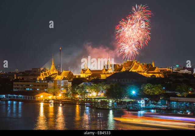 Grand palace at twilight with Colorful Fireworks (Bangkok, Thailand) - Stock Image
