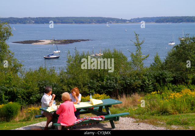 Portland Maine Casco Bay Eastern Promenade Park scenic lawn family picnic - Stock Image