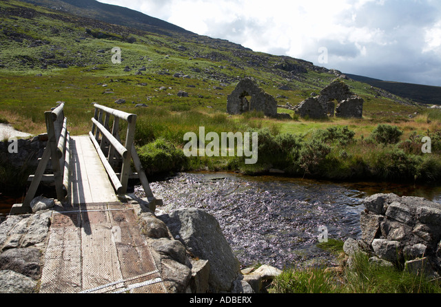 how to build wooden bridge over stream