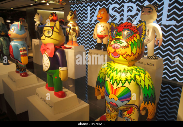 Thailand Bangkok Pathum Wan Rama 1 Road Siam Paragon complex mall shopping JASPAL sculptures t-shirts art installation - Stock Image