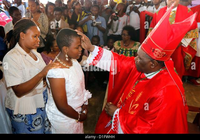 Roman Catholic Bishop Telesphor Mkude of Morogoro Diocese during confirmation ceremony in Bagamoyo, Tanzania - Stock-Bilder