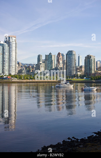 Charlson Park and False Creek with view of Vancouver, British Columbia, Canada - Stock Image