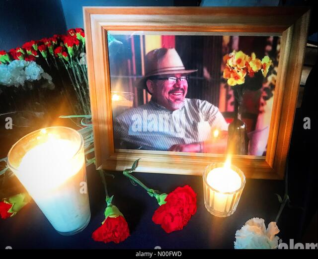Ciudad de México, Mexico. 15th July, 2017. Candles, carnations and a portrait of Javier Valdez, author of the - Stock Image