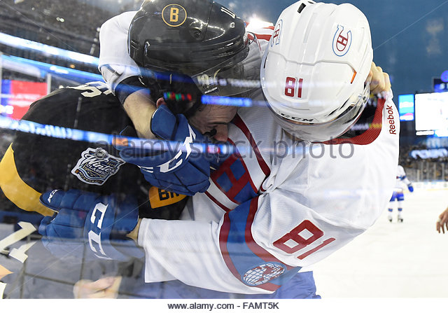 Gillette Stadium, USA. 1st Jan, 2016. Boston Bruins right wing Jimmy Hayes (11) and Montreal Canadiens center Lars - Stock-Bilder