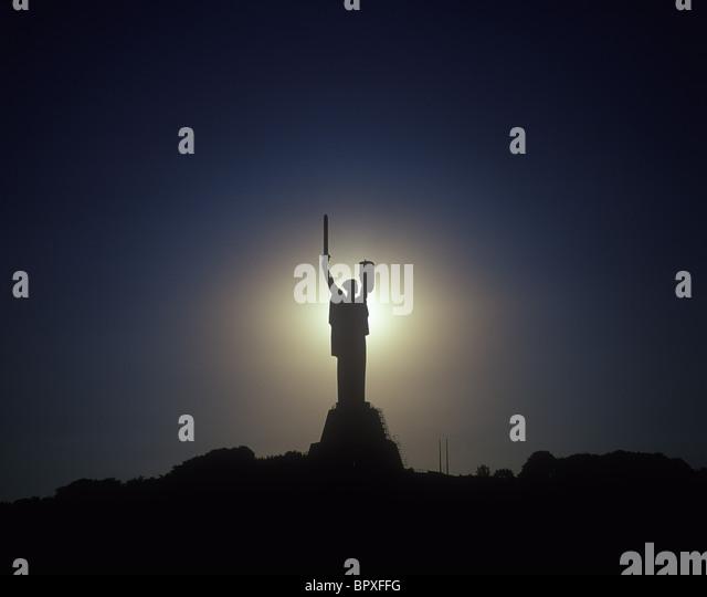 Ukraine. Kyiv's landmark: steel statue to Motherland. - Stock-Bilder
