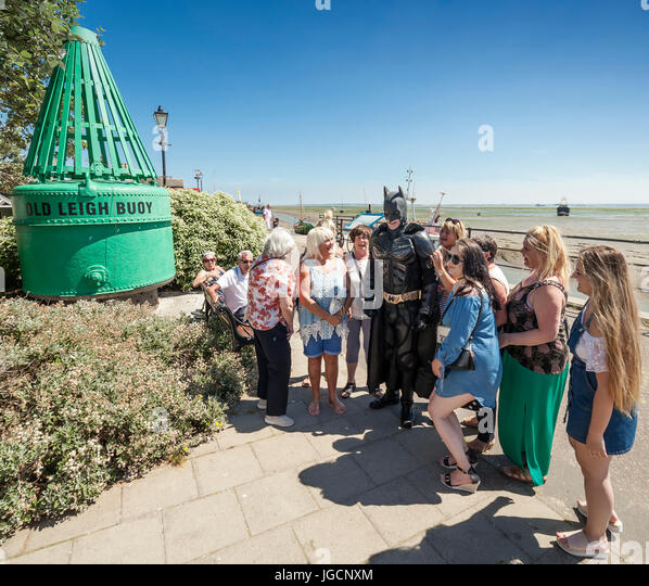 Leigh on Sea, Southend on Sea, Essex, England, UK. 5th July, 2017. Man dressed in a Batman suit get lots of women's - Stock Image