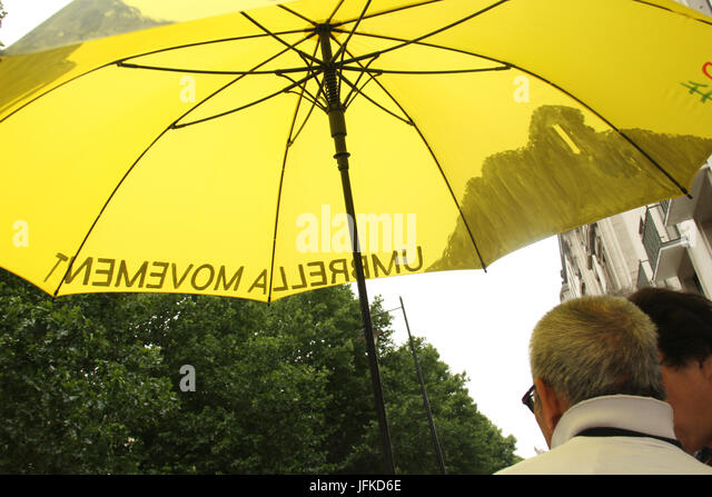 London, UK. 01st July, 2017. LONDON, UK - July 1, 2017: Umbrella movement supporters hold a demonstration outside - Stock Image