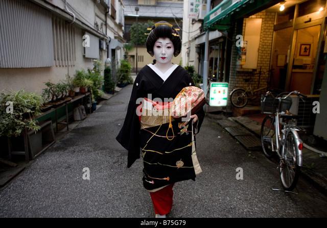 kushimoto asian personals 3월 중순쯤 여자애들이 머릴 묶어도 되냐고 묻는다 응, 2학년들도 묶었던데 아이들 얼굴에 알수없는 망설임이 스친다.