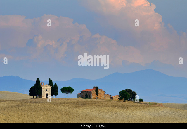 Chapel in idyllic landscape, San Quirico d'Orcia, Tuscany, Italy, Europe - Stock Image