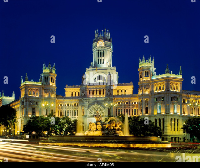 Madrid cibeles fountain background historical post office dusk - Stock Image