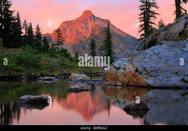 High Box peak seen from a tarn at Rampart Lakes in the Alpine Lakes Wilderness area of Washington state - Stock Image
