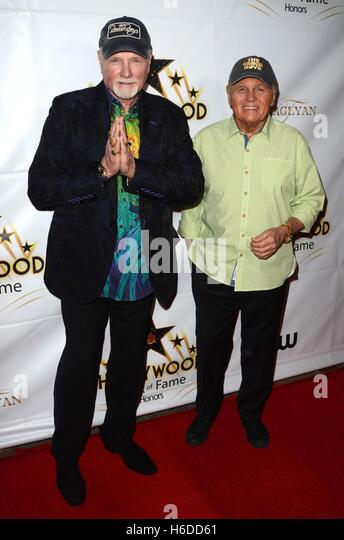 Los Angeles, CA, USA. 25th Oct, 2016. Mike Love, Bruce Johnson at arrivals for Hollywood Walk of Fame Honors Event, - Stock Image