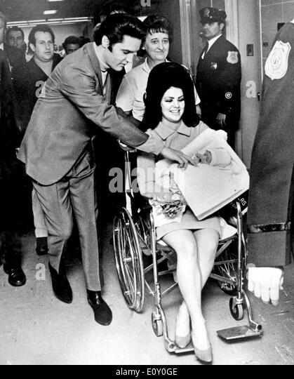 Singer Elvis Presley and wife Priscilla bring home newborn daughter - Stock Image