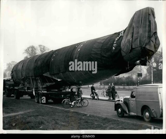 May 05, 1954 - The comet fuselage looks like a whale : looking very like a whale - is this fuselage of a B.O.A.C. - Stock Image