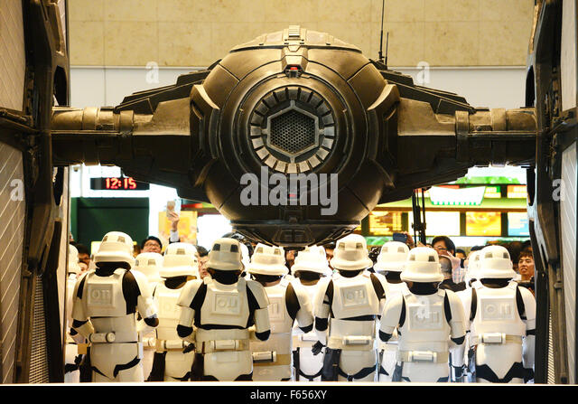 """Singapore. 12th Nov, 2015. Performers dressed as characters of the movie """"Star Wars"""" perform during the - Stock Image"""