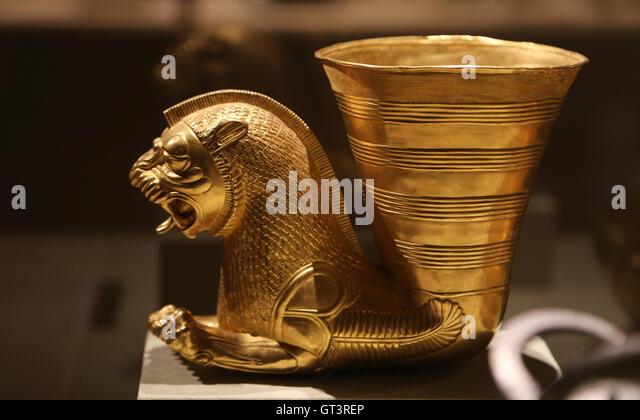 Achaemenid Persian Lion rhyton. Gold. 5th century BC. Iran. Achaemenid. - Stock Image