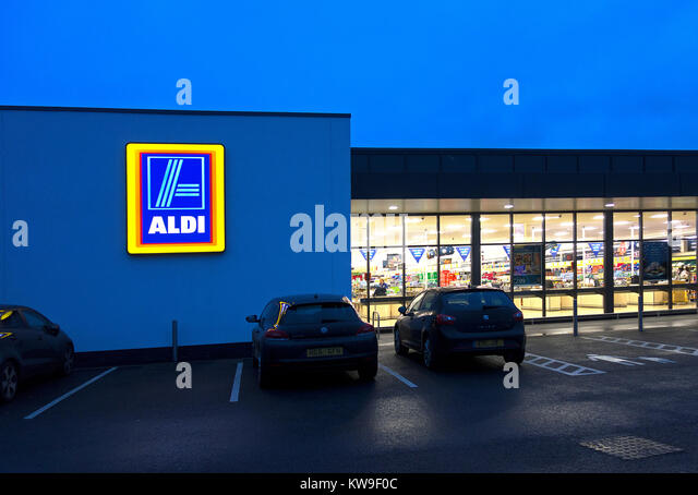 aldi store open early morning opening - Stock Image