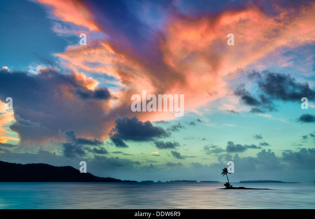 Small island and sunset in Bora Bora. French Polynesia. - Stock Image