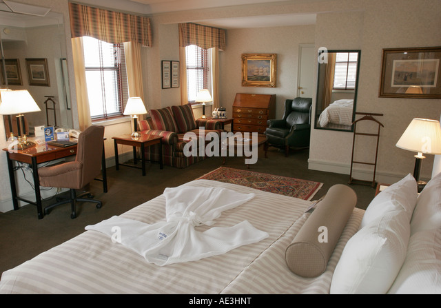 Ohio Cincinnati Hilton Netherland Hotel Churchill Suite lodging room bed robe furniture - Stock Image