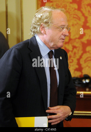 ITAR-TASS 105: MILAN, ITALY. APRIL 27, 2010. CEO of Italian oil and gas group Eni Paolo Scaroni at a joint press - Stock Image
