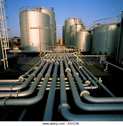 pipeworks linking vessels at refinery - Stock Image