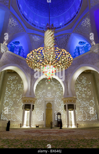 The largest ornate chandelier in the world, prayer hall of Sheikh Zayed Bin Sultan Al Nahyan Mosque, Abu Dhabi, - Stock Image