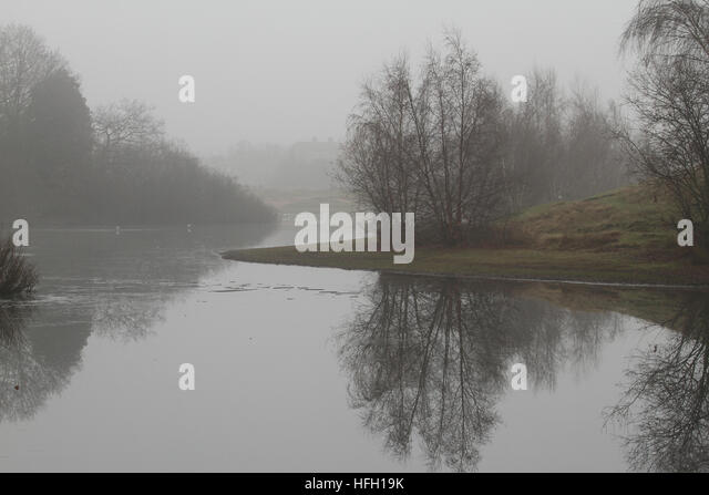 London, UK. 30th Dec, 2016. Reflections seen on Alexandra lake in Wanstead Park on a foggy December 30, 2016 morning. - Stock Image