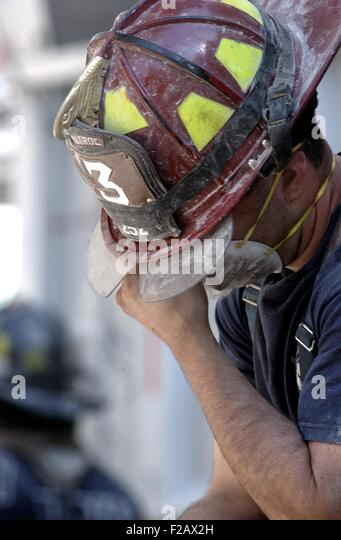 NYC Fireman takes a break during the rescue operations on Sept. 14, 2001. Only 13 people were from rescued alive - Stock-Bilder