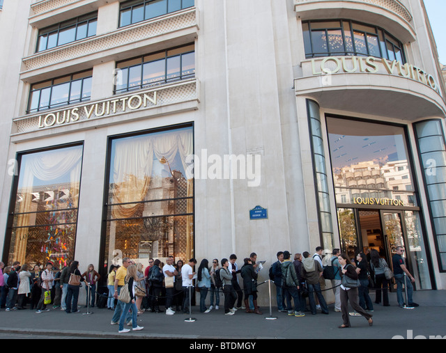 champs elysees shops stock photos champs elysees shops stock images alamy. Black Bedroom Furniture Sets. Home Design Ideas