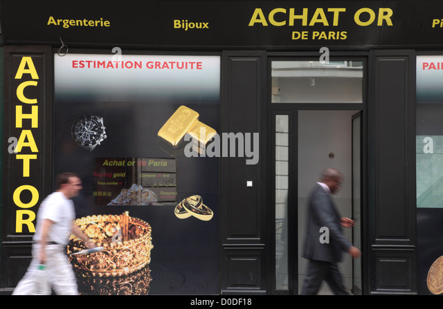 REPURCHASE OF GOLD ITEMS RUE DES FRANCS-BOURGEOIS PARIS (75) FRANCE - Stock Image