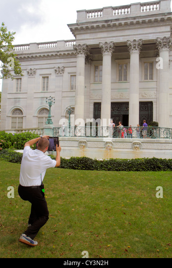 Rhode Island Newport Bellevue Avenue Marble House 1892 Gilded Age mansions museum Newport Preservation Society front - Stock Image