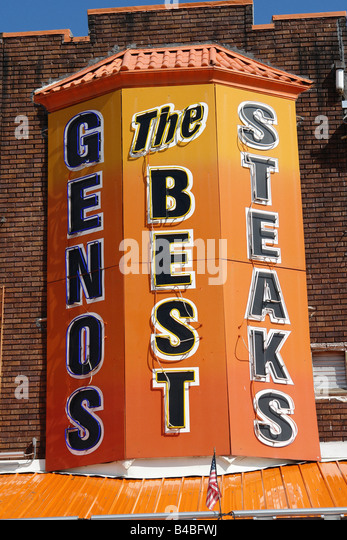 Urban Scene of Landmark Philadelphia Cheesesteak Vendor Genos - Stock Image