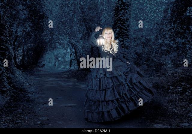 Fantasy woman traveling at night - Stock-Bilder