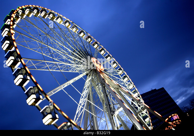 The spinning wheel at twilight in Nottingham's Market Square - Stock Image