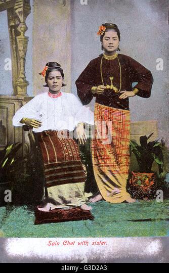 Myanmar - Sisters - Studio portrait photograph     Date: circa 1907 - Stock-Bilder