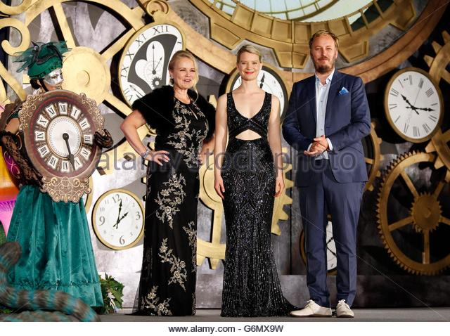 epa05381089 (L-R) US producer Suzanne Todd, Australian actress/cast member Mia Wasikowska and British film director - Stock Image
