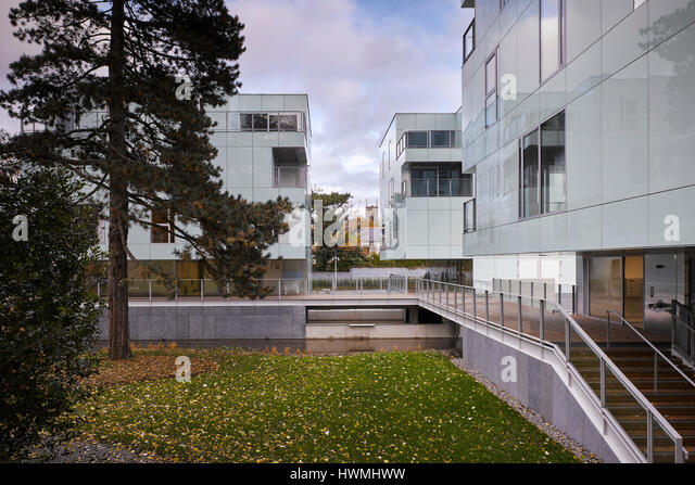 Exterior view showing walkway over river and grounds. Dunluce Apartments, Ballsbridge, Ireland. Architect: Derek - Stock-Bilder