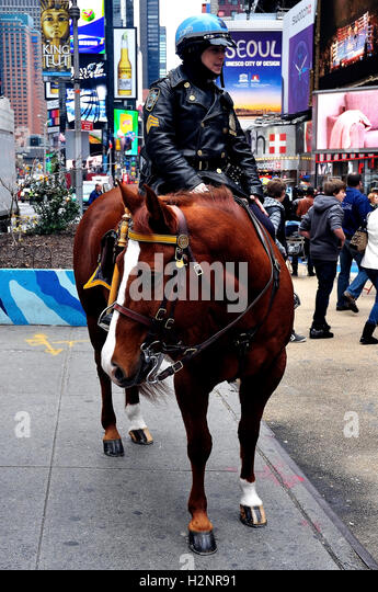 NYPD Mounted Unit - Police officer on horse back, Times Square New York City - USA - Stock Image