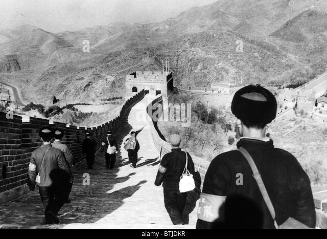 Members of Mao Tse-tung's Red Guard pause at the Great Wall on their way to Peking from rural areas, 1967. Courtesy: - Stock Image